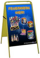Straßenständer mit Feuerwerkwerbung